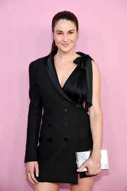Shailene Woodley teamed a silver box clutch with a one-sleeve tux dress for the 2019 CFDA Fashion Awards.