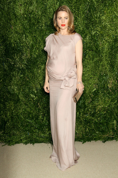 Melissa George showed off her cute maternity style in a bow-adorned mauve Monique Pean gown during the Fashion Fund finalists celebration.