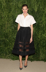 Allison Williams styled her top with a lovely sheer-panel black skirt, also by Misha Nonoo.
