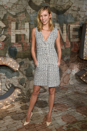 Karlie Kloss looked classic and stylish at the Chanel dinner in a monochrome button-down tweed dress.