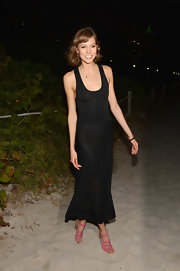Karlie Kloss added a pop of feminine color to her ensemble with a pair of pink strappy sandals when she attended the Chanel dinner and auction.