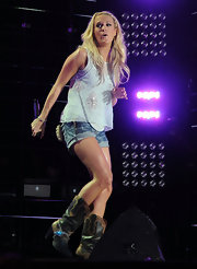 Carrie opted for cut-off shorts and black and tan cowboy boots.