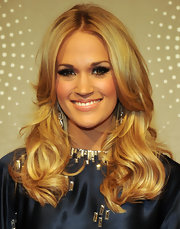 Carrie Underwood added a little drama to her layered cut with false lashes.