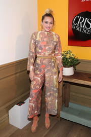 Miley Cyrus teamed her jumpsuit with nude cross-strap platform sandals.