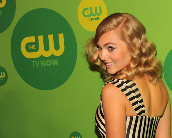 More Pics of AnnaSophia Robb One Shoulder Dress (3 of 5) - AnnaSophia Robb Lookbook - StyleBistro