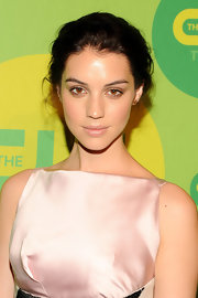 Adelaide Kane pinned back her hair for a soft and ethereal look at CW's Upfront.