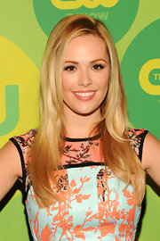 Natalie Hall looked totally lovely with a layered blonde 'do.