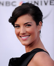 Actress Gaby Espino showed off her classic bun and curled back bangs. The added volume on her bangs was the perfect accent to her sleek look.