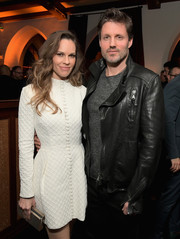 Hilary Swank paired a gold box clutch with a textured LWD for the Cadillac Oscar Week celebration.