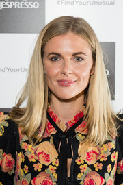 Donna Air attended the Cafe Nespresso Soho launch party wearing a simple straight cut with an off-center part.