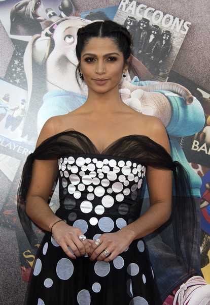 Camila Alves Diamond Ring [polka dot,pattern,leg,design,thigh,photo shoot,black hair,event,photography,dress,arrivals,camila alves,valerie macon,sing,los angeles,california,universal pictures,afp,premiere,premiere]