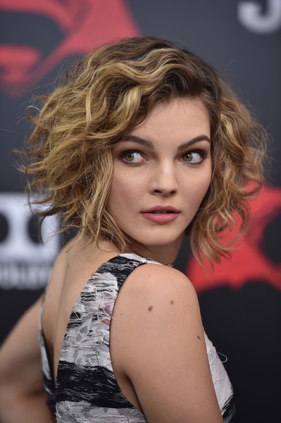 Camren Bicondova Short Curls [batman v superman: dawn of justice,hair,face,blond,hairstyle,beauty,lip,lady,eyebrow,chin,model,camren bicondova,new york,radio city music hall,premiere,new york premiere]