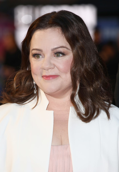 Melissa McCarthy wore her hair down to her shoulders in a sweet wavy style at the UK premiere of 'Can You Ever Forgive Me?'