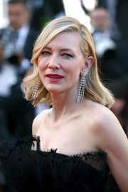 Cate Blanchett glammed up her lobes with a pair of diamond chandelier earrings by Chopard.