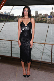 Shanina Perry attended the Carla Zampatti 50th anniversary show flaunting her gorgeous figure in a tight Alex Perry lace LBD with a contrasting monochrome panel along the midriff.