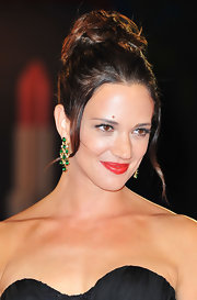 Asia Argento wore a pair of beautiful emerald dangle earrings at the 'Carnage' Venice Film Fest premiere.