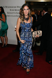 Sarah Jessica Parker's topped off her pretty printed look with statement-making bronze chain tiered necklace.