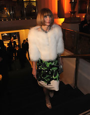 Anna Wintour adorned her green dress with this white fur jacket at the Carnegie Hall gala.