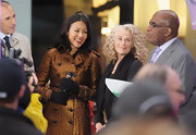 Ann Curry scored major style points with that shimmery bronze trenchcoat on the set of the 'Today' show.