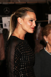 Molly Sims' sleek ponytail made her look casual yet sophisticated.