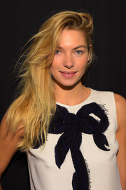Jessica Hart wore her hair down in windswept layers during the Carolina Herrera fashion show.