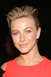 Julianne Hough chose a modern and sleek pompadour for her Fashion Week look at Carolina Herrera.
