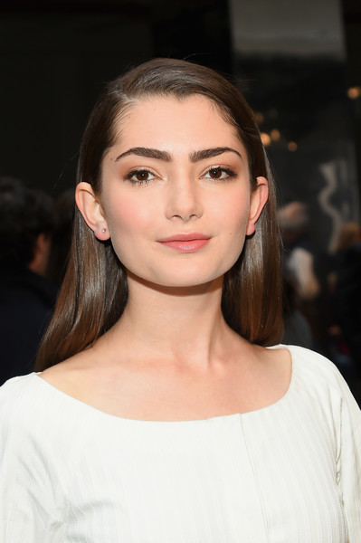 Emily Robinson looked simply elegant with her pin-straight hairstyle at the Carolina Herrera fashion show.