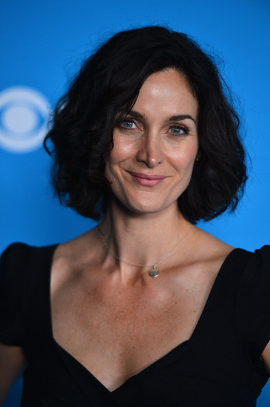 Carrie-Anne Moss Curled Out Bob [hair,face,hairstyle,eyebrow,chin,shoulder,black hair,smile,electric blue,photography,carrie-anne moss,premiere party,west hollywood,california,greystone manor supperclub,cbs,premiere party]