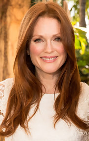 A fleshy nude lip looked totally natural and chic on Julianne Moore.