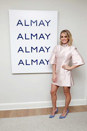 Carrie Underwood's studded blue Elisabetta Franchi pumps made a lovely contrast to her pink frock.