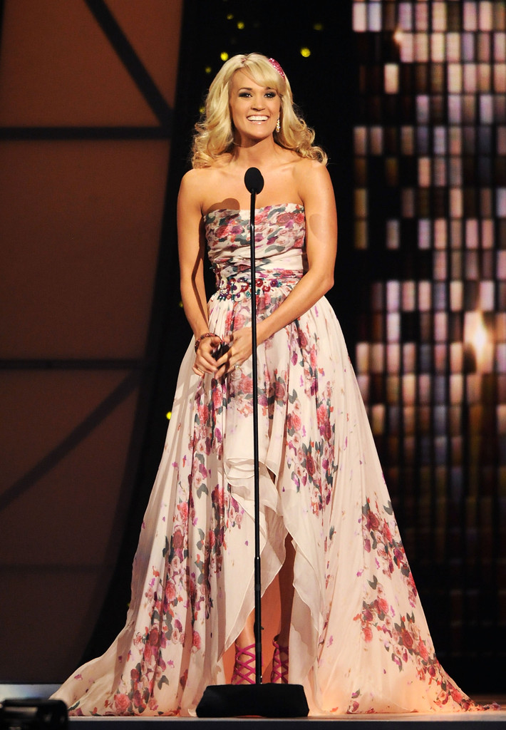 Carrie Underwood Print Dress Carrie Underwood Looks