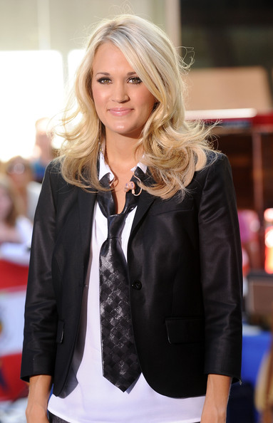 Carrie Underwood Medium Curls [hair,clothing,blond,suit,outerwear,jacket,hairstyle,beauty,blazer,fashion,carrie underwood,carrie underwood performs on nbc,set,new york city,rockefeller center,nbc]