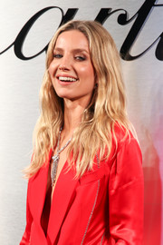 Annabelle Wallis wore her hair in an edgy wavy style at the Santos de Cartier watch launch.
