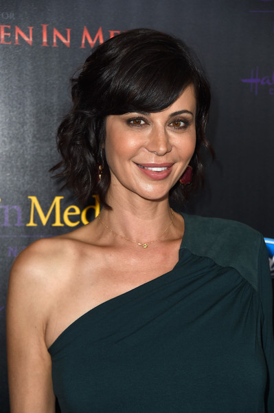 Catherine Bell Short Wavy Cut [hair,face,hairstyle,shoulder,eyebrow,chin,black hair,lip,joint,dress,arrivals,catherine bell,anniversary gracies awards,the beverly hilton hotel,beverly hills,california,40th anniversary gracies awards]