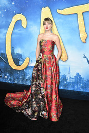 Taylor Swift turned heads in a strapless, mixed-print gown by Oscar de la Renta at the world premiere of 'Cats.'