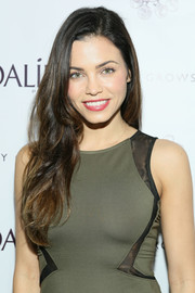 Jenna Dewan-Tatum left her long hair loose with gentle waves during the Caudalie Boutique Spa grand opening.