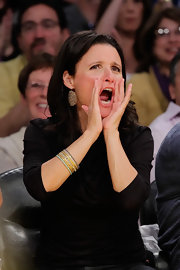 Julia Louis-Dreyfus complemented her black blouse with layers of bangles when she watched the Lakers game.