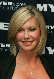 Olivia looks chic in a blond bob with side swept bangs.