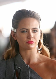 Jesinta Franklin wore a gently wavy hairstyle, which she adorned with an industrial-looking clip, during Caulfield Cup Day.