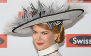 Nicole Kidman looked like a Derby Day dame in this magnificent feather- and bow-bedecked hat.