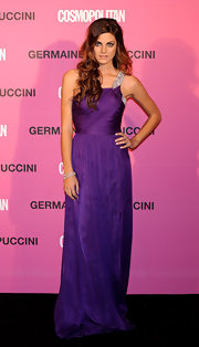 Amaia Salamanca looked gorgeous in a one-shoulder chiffon gown at the 2009 Fun Fearless Female Awards by Cosmopolitan Magazine.