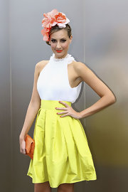 Laura Dundovic topped off her ultra-feminine ensemble with a lovely floral fascinator.