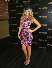 Laura Dundovic teamed her dress with a sexy pair of chain-embellished black sandals.