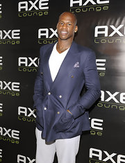 Al Harrington paired his white trousers with a navy blue blazer.