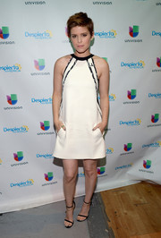 Kate Mara visited the set of 'Despierta America' wearing a J. Mendel LWD with black-and-white printed piping.