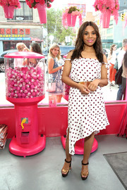 Regina Hall looked adorable in a polka-dot off-the-shoulder dress at the launch of Beautyblender Bounce Liquid Whip Foundation.