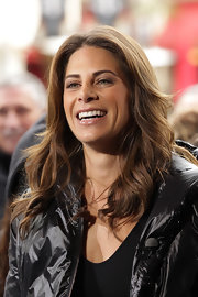 Jillian Michaels visited 'Extra' wearing her hair in a high-volume wavy 'do.
