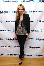 Sarah Michelle Gellar topped off her look with black and tan ankle boots.
