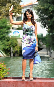 Maria Grazie Cucinotta's print dress could almost be confused with a watercolor painting! This perfectly fit dress showed off her curvaceous figure.