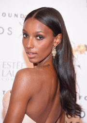 Jasmine Tookes wore her tresses down with a center part and subtly wavy ends during the Fragrance Foundation Awards.